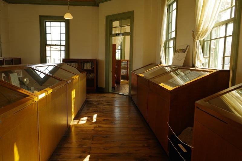 舊弘前市立圖書館二樓陳列區