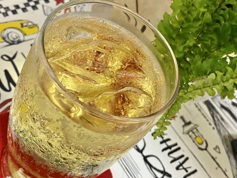 在家做威士忌蘇打調酒