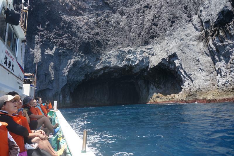 穿上救生衣進行環島探險
