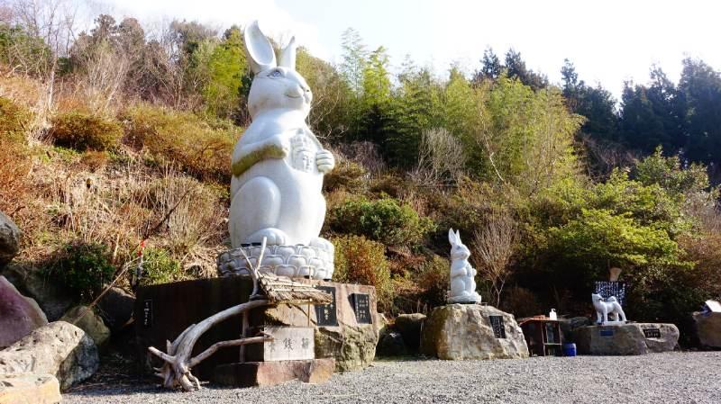 長谷寺的兔子觀音和保佑防疫的祈願犬雕像