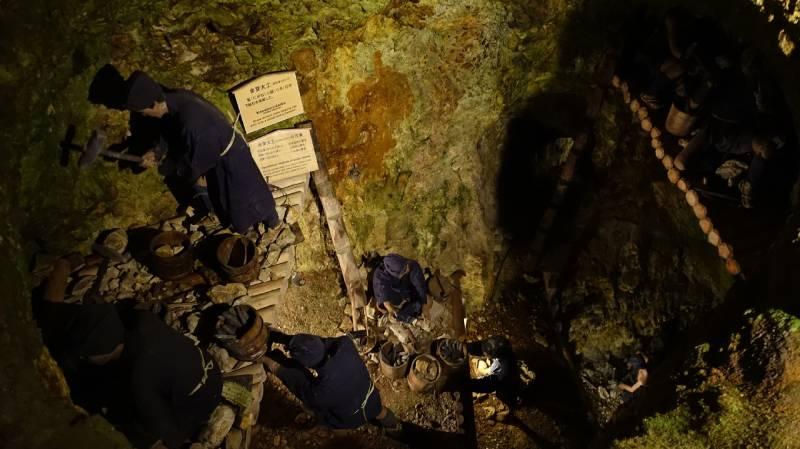史跡佐渡金山內古人挖礦的模樣