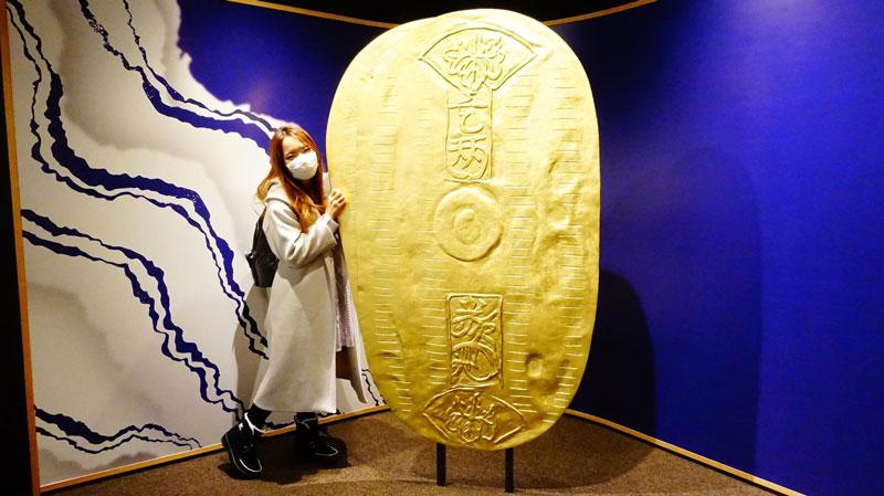 巨大的小判金幣展示