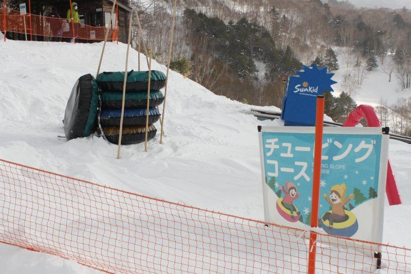 萬座溫泉滑雪場的戲雪區「萬座雪上樂園」
