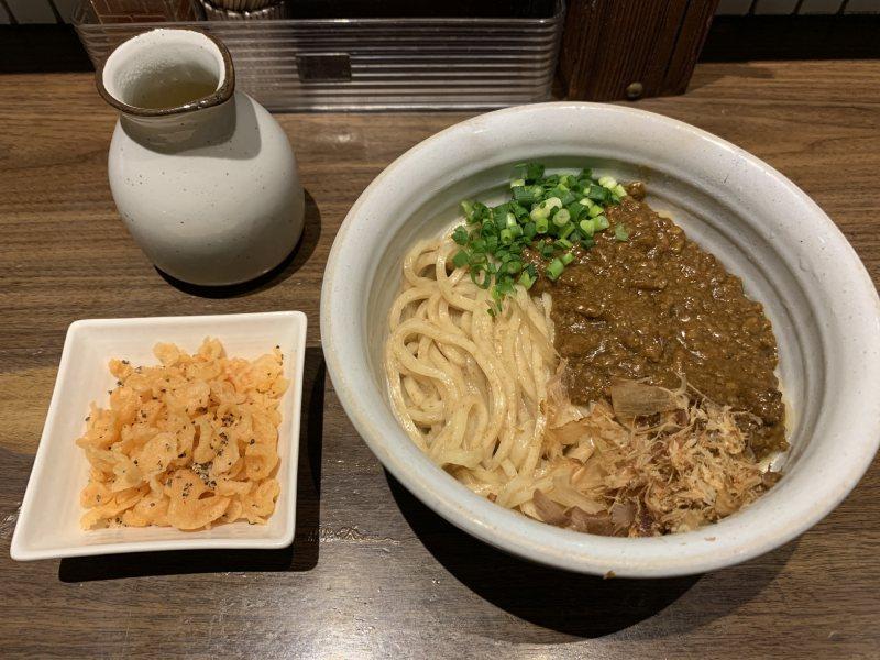 「博多 あかちょこべ」的肉醬咖哩烏龍麵