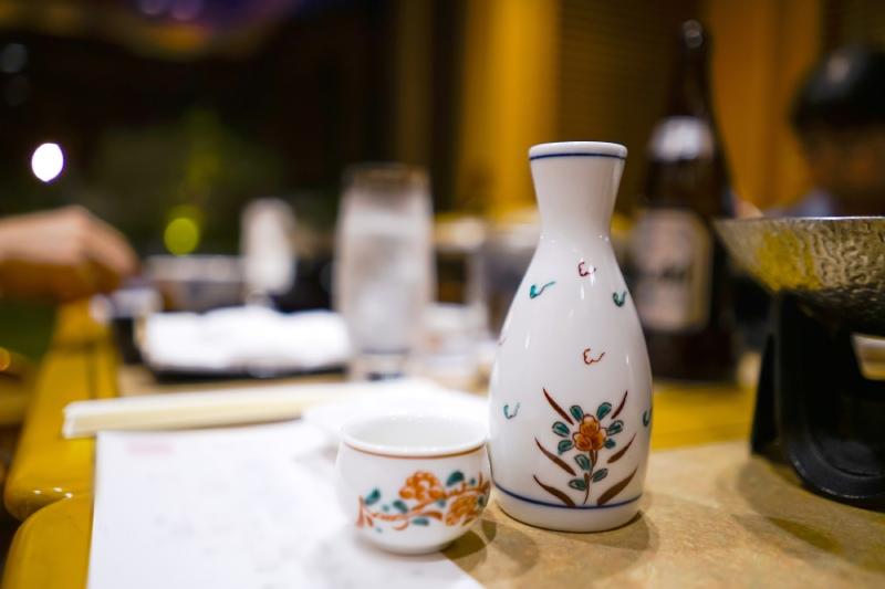 桌上的清酒瓶