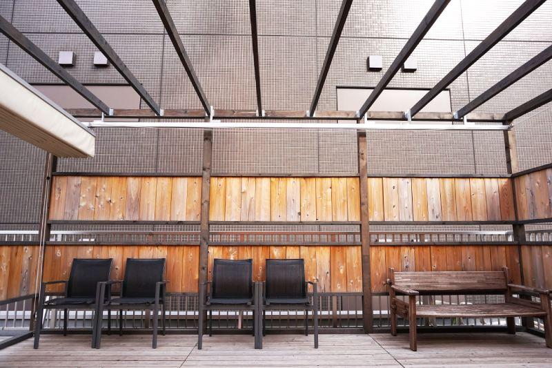 藏前咖啡店鷰 en的頂樓屋外座位