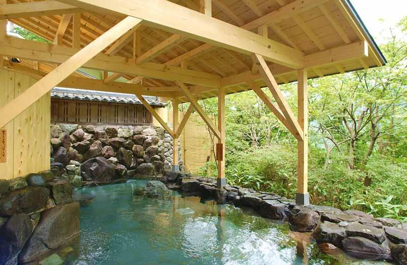 「山中格蘭飯店」露天浴池