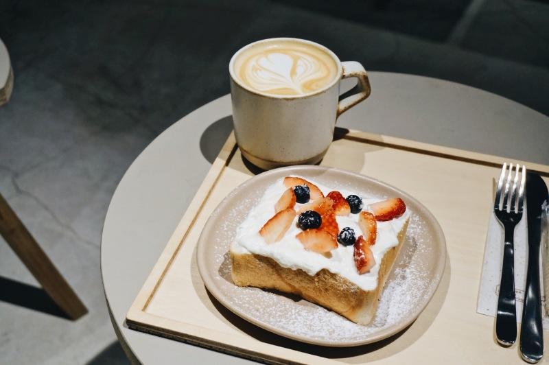 dotcom space Tokyo拿鐵和季節限定草莓厚片土司