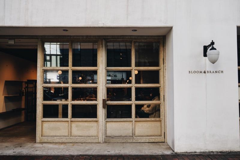 BLOOM&BRANCH 和COBI COFFEE AOYAMA門口