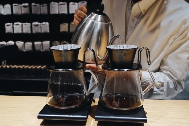 KOFFEE MAMEYA咖啡師手沖咖啡中