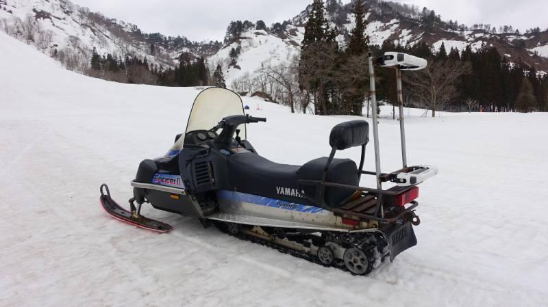 只見滑雪場的雪上摩托車