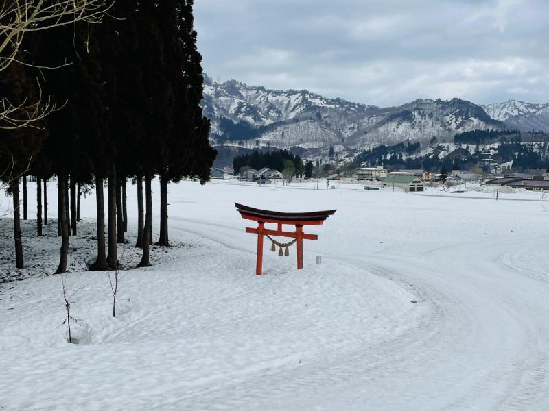 只見町冬天雪景和三石神社的鳥居