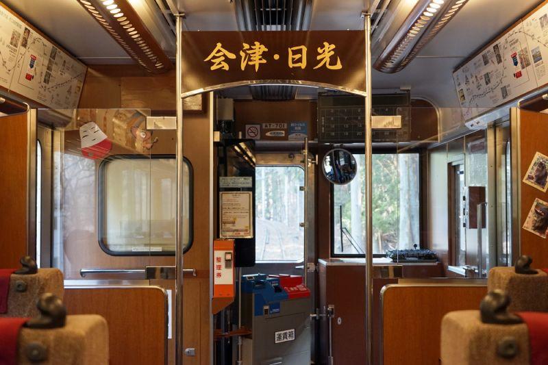 東武快速AIZU Mount Express列車車內