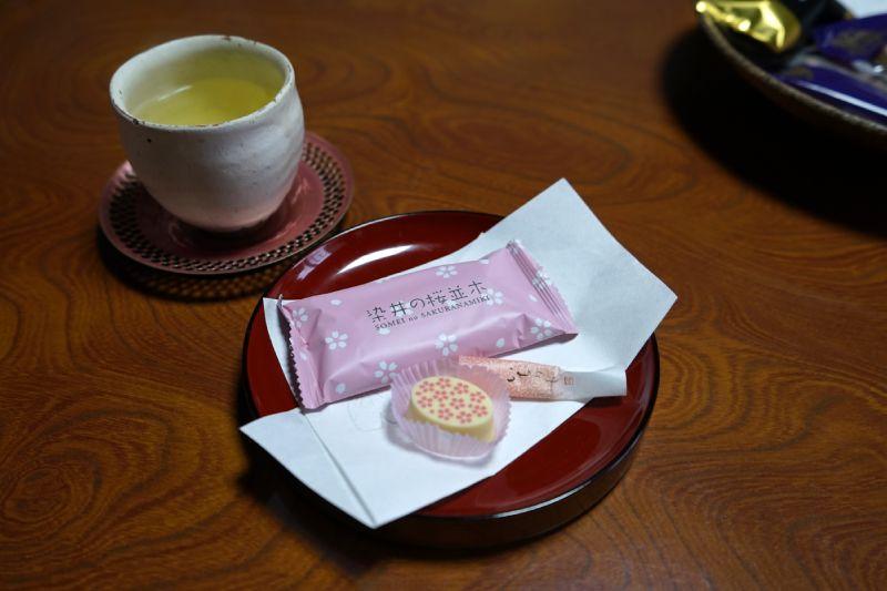 巧克力、餅乾、小點心、熱茶