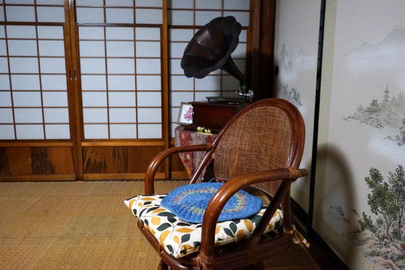 山響之家客廳的椅子和復古喇叭