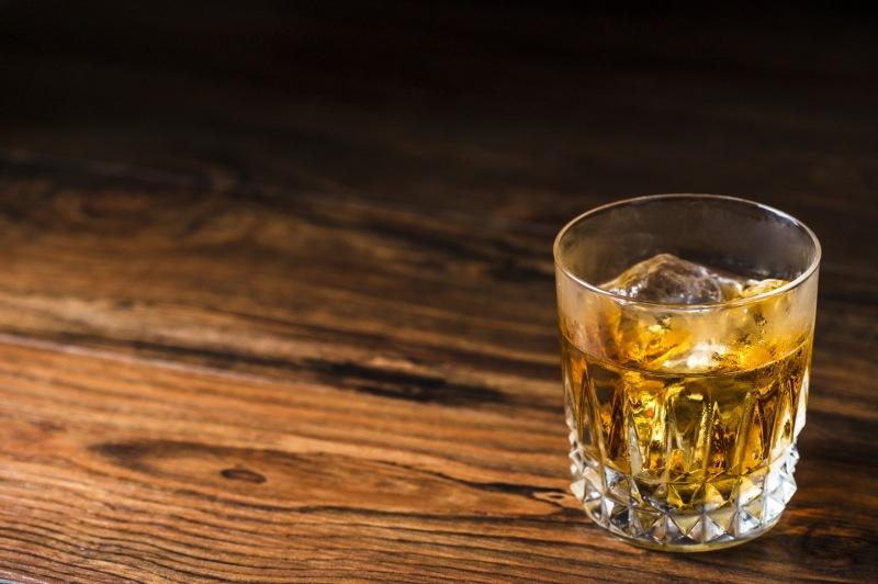 吧檯的威士忌