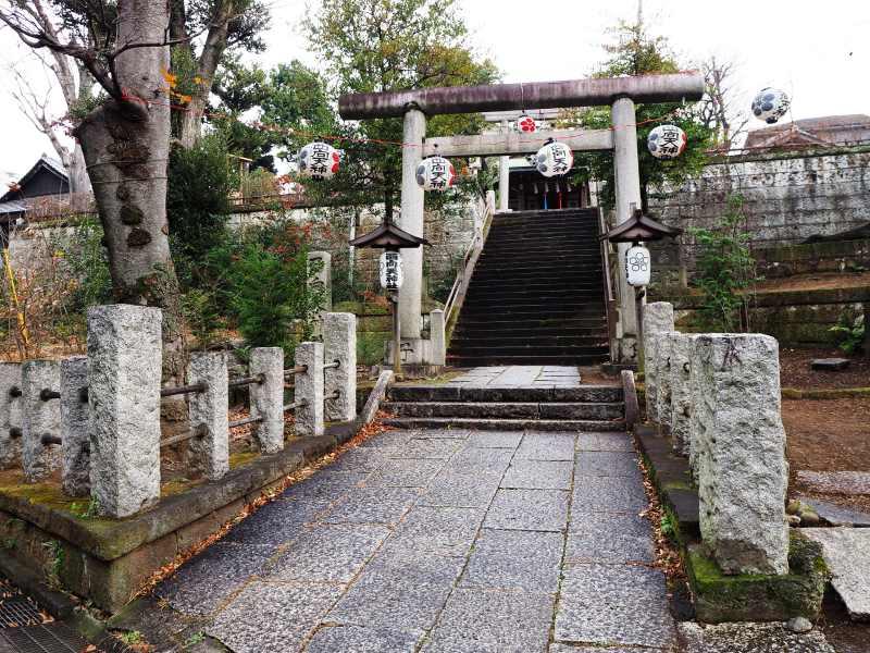 由「抜弁天」前往「西向天神社」的道路