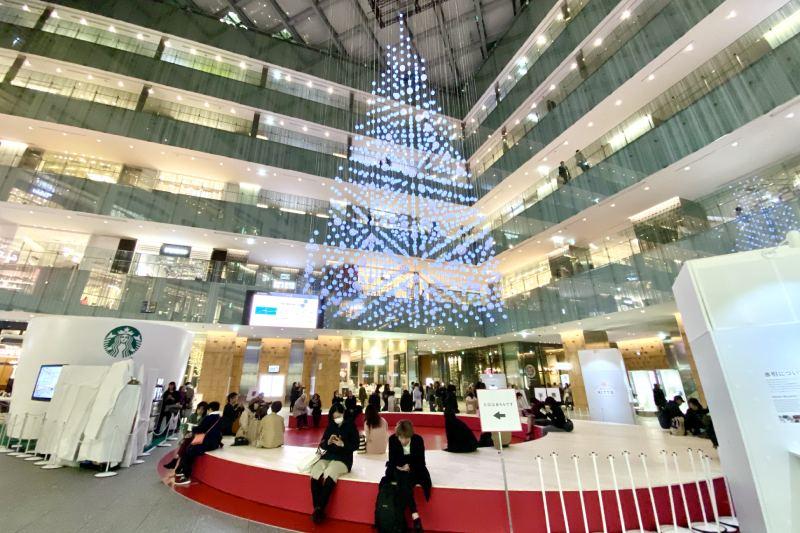 KITTE MARUNOUCHI大廳的聖誕樹