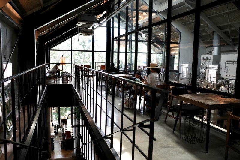 Factory & Labo神乃咖啡室內