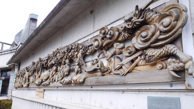 由多位木雕師傅合製的十二生肖木雕