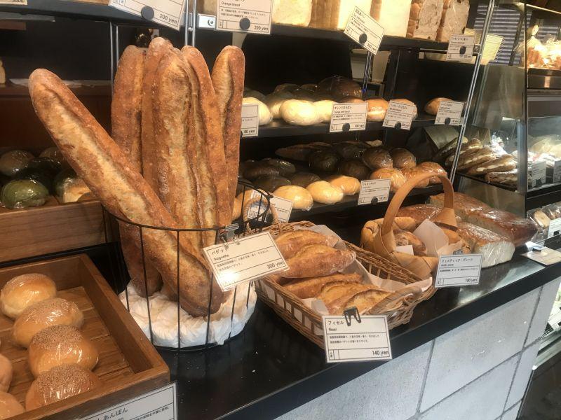 「紺青」麵包陳列