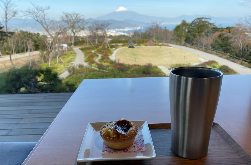 日本平夢terrace展望台的2樓休息區