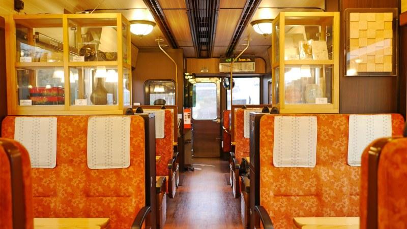 里山號的橘紅色車廂
