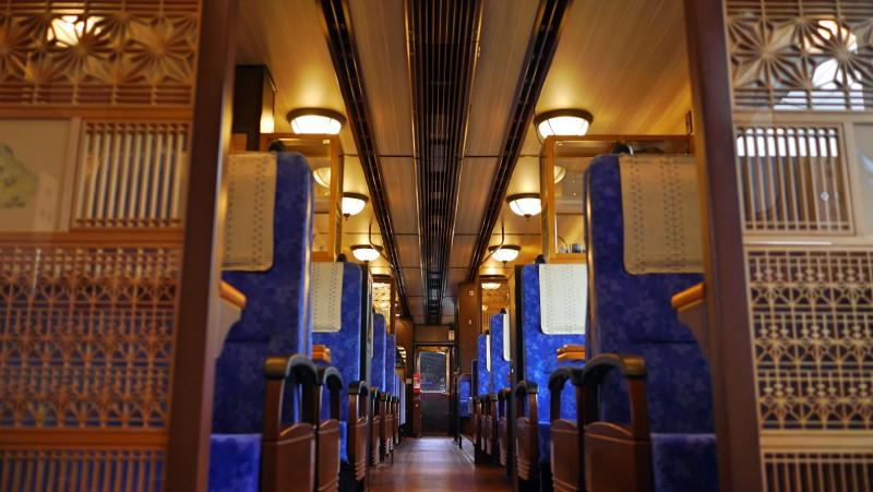 里海號的靛藍色車廂